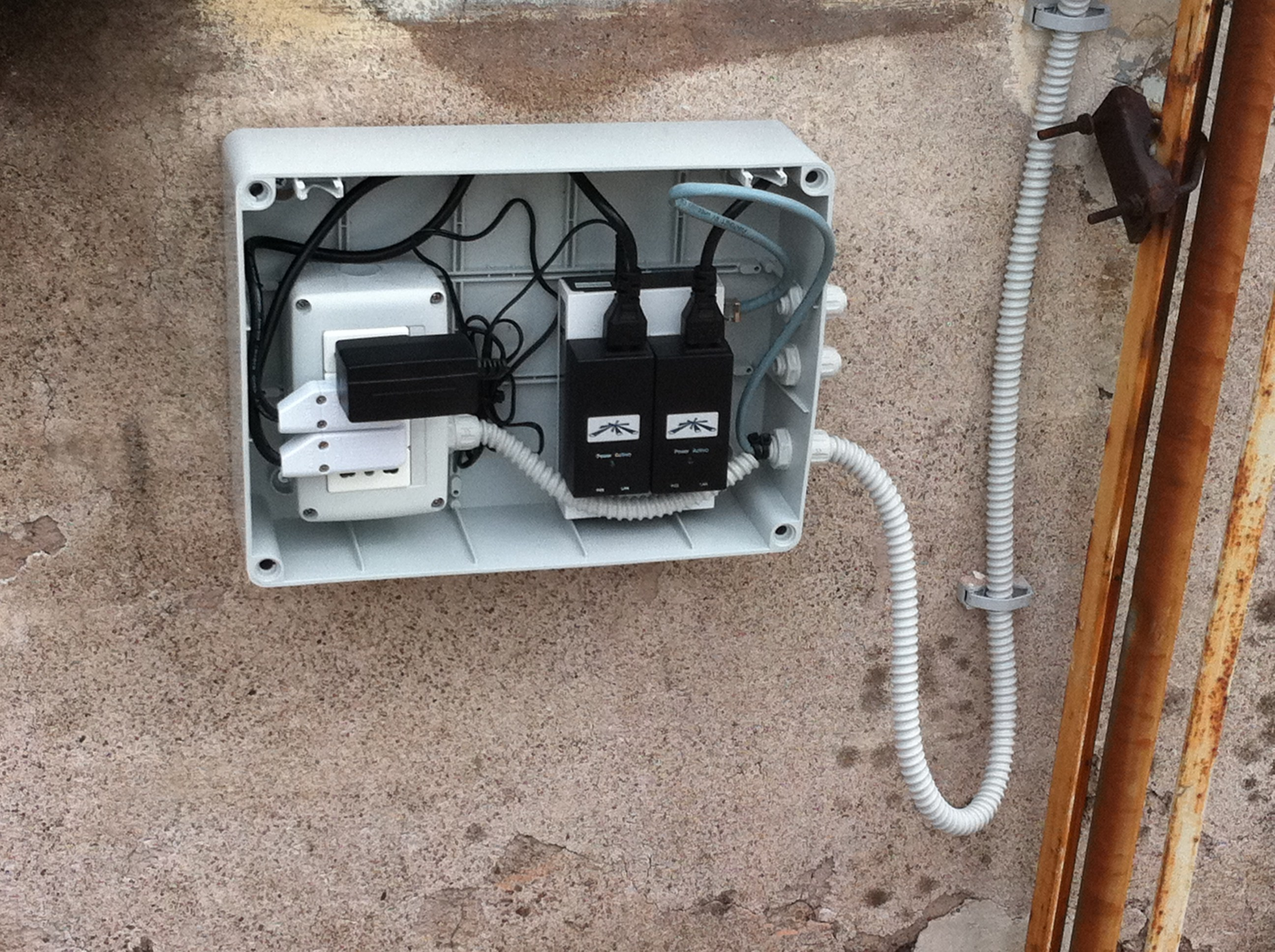 Wireless community blog archive ninux verso - Impianto elettrico esterno canaline ...
